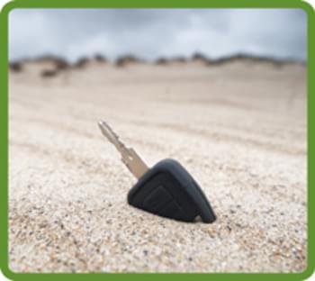 Autoschlüssel im Sand
