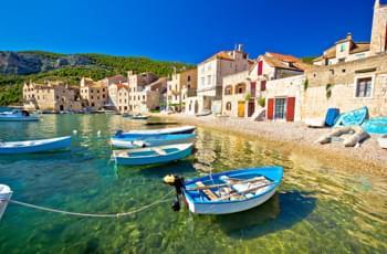 Kleiner Hafen in Komiza Kroatien