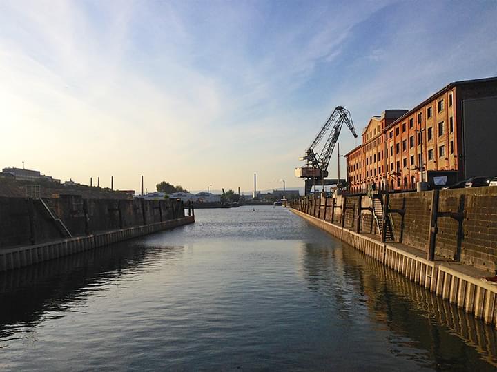 Weinlagergebäude im Hafen von Mainz