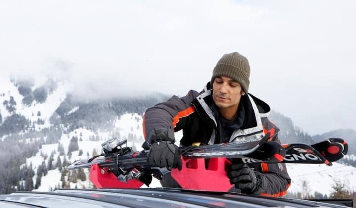 Ski auf dem Autodach transportieren