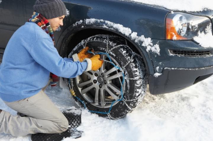 In verschneiten Regionen sollten Schneeketten immer dabei sein