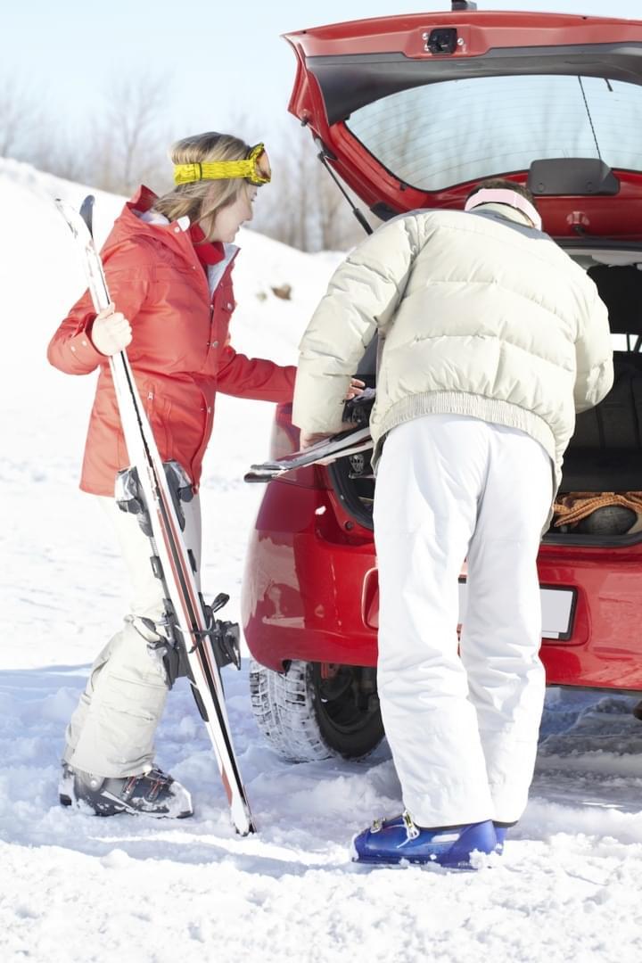 Ski im Wagen transportieren