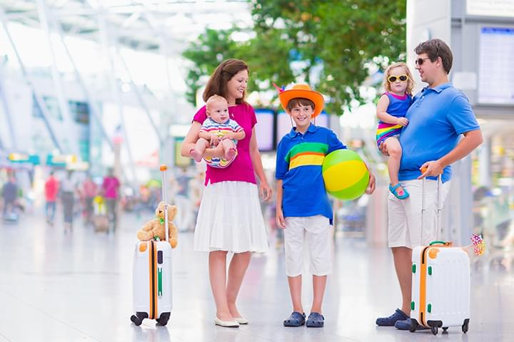 Familie am Flughafen Düsseldorf