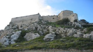 Unternehmen Sie mit Ihrem Mietwagen eine Ausfahrt zur Burg Kantara im Norden Zyperns