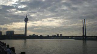 Blick von der Rheinuferpromenade