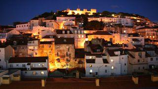 Das nachts angestrahlte Castelo de São Jorge